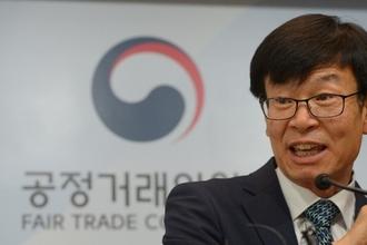 """김상조 """"지난 두 보수정부, 모범기준도 없애야 할 규제로 본 것은 실수"""""""