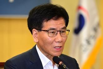 """이성기 차관 """"파리바게뜨 시정지시로 프랜차이즈 산업 붕괴 우려는 지나쳐"""""""