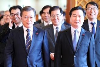 """文대통령 """"중기부 출범, 한국 경제 패러다임을 바꾸는 역사적인 일"""""""