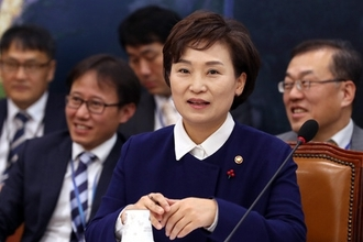 """김현미 국토부 장관 """"내년 3월까지 일자리 로드맵 최우선으로 마련"""""""