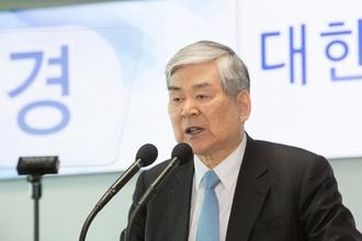 """""""모든 게 제 불찰"""" 조양호 한진 회장…가족들 갑질논란 공식사과"""