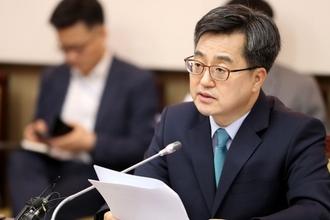 文정부 경제팀, 김동연 vs 장하성 '최저임금' 놓고 충돌