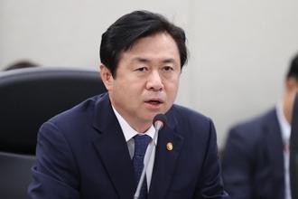 """김영춘 장관 """"공동어로 사업, 유엔 제재대상 아닐 수 있다"""""""