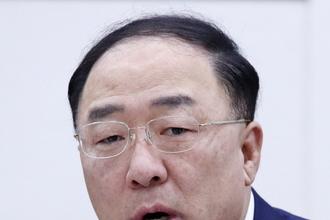 """홍남기 """"인구 변화 대응, 출산율 제고+적응력도 높이는 정책 병행해 나가야"""""""