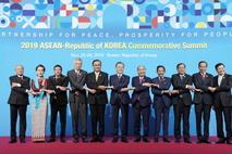 """文대통령 """"한반도 평화 찾아오면 아시아 경제 종횡으로 연결"""""""