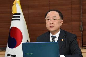 """홍남기, G20 재무장관회의서 """"인적·물적 이동제한 완화"""" 제안"""