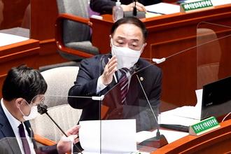"""홍남기 """"국가채무비율 감당할 수 있는 수준...증가 속도 우려"""""""