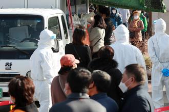 신규확진 469명, 다시 400명대…사업장·목욕탕 감염 계속