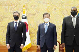 """文 """"완전한 비핵화 공조 지속""""…바이든 """"한미동맹 강화 중요"""""""