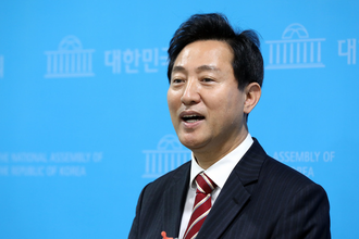 오세훈, 여론조사로 안철수 꺾고 야권 단일화 경선 승리