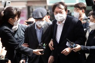 """與, 윤석열 공개 사전투표에 """"정치행위"""" """"부적절"""" 비난"""