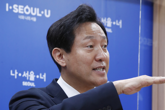 """오세훈, 광화문광장 공사 계속…""""복구하면 400억 날려"""""""