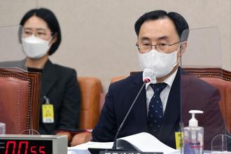 """문승욱 신임 산업장관 """"기업에 비전 제시하며 미래 대비해야"""""""