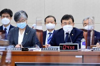 """권덕철 """"단계적 일상회복, 11월1일 전환 가능성 검토"""""""